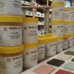 Email préparé liquide sans plomb couleur rouge moyen - Émaux faïence liquides Terra-Color 1020°C - 1080°C - Cigale et Fourmi
