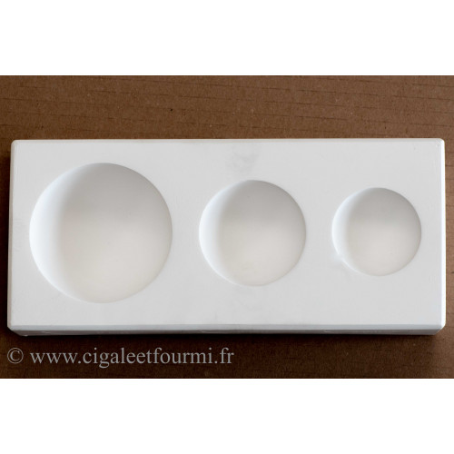 MOULE DE TROIS DEMI-SHERES DIAMETRE 4,8 - 5,8 et 7,8 cm - Nos produits - Cigale et Fourmi
